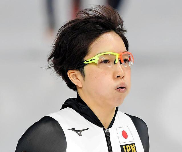 小平奈緒のメガネは左右色違い?サングラスのメーカー(ブランド)を調査